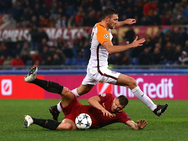 Soccer Football - Champions League Round of 16 Second Leg - AS Roma vs Shakhtar Donetsk - Stadio Olimpico, Rome, Italy - March 13, 2018 Roma's Edin Dzeko in action with Shakhtar Donetsk's Ivan Ordets REUTERS/Alessandro Bianchi
