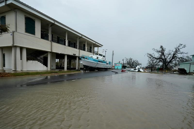 Laura victims may go weeks without power; US deaths reach 14