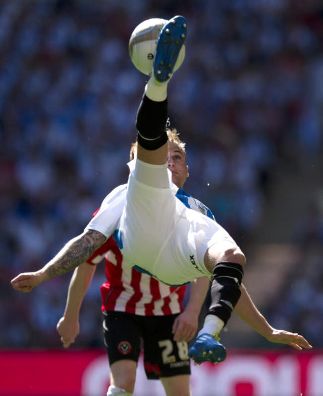 Huddersfield Town's Danny Ward (C) clears the ball over Sheffield United's Stephen Quinn (Back) during the League 1 Play-Off Final football match at Wembley Stadium in London on May 26, 2012. Huddersfield won the game 8-7 on penalties to win promotion to the Championship next season. AFP PHOTO / ADRIAN DENNISADRIAN DENNIS/AFP/GettyImages