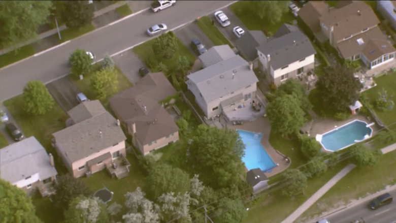 Babysitter found unresponsive in pool after 4-year-old calls 911