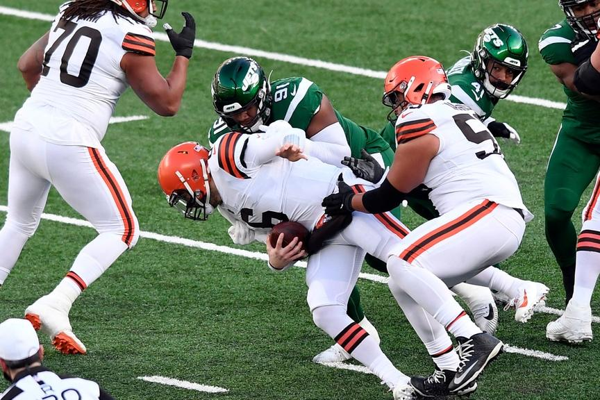 Baker Mayfield sacked by Jets