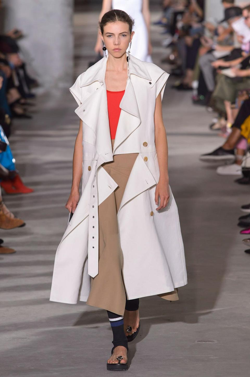 <p>Sleeveless white trench coat from the SS18 3.1 Phillip Lim collection. (Photo: ImaxTree) </p>