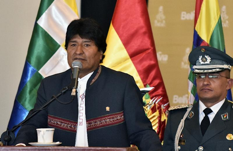 Bolivia's President Evo Morales Ayma (L), speaks during the presentation of the Rally Dakar 2018 in La Paz, on March 29, 2017