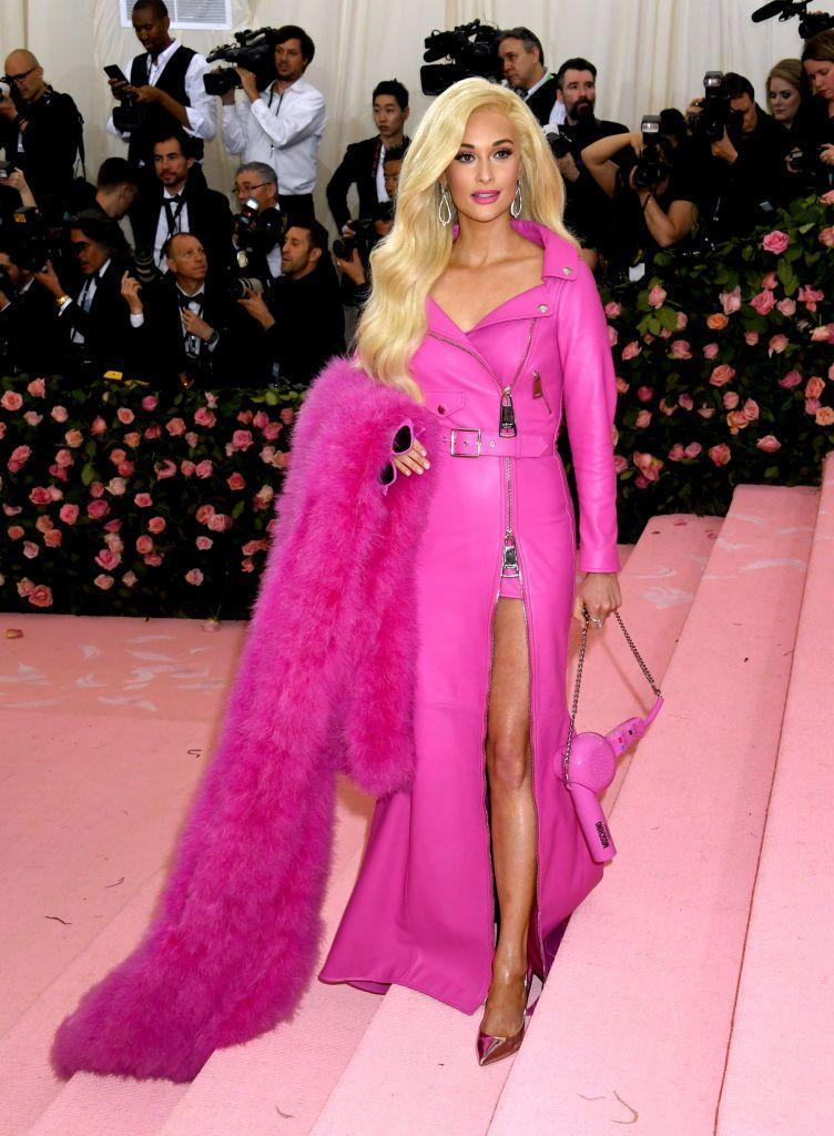 <p>Kacey looks just like a real-life Barbie doll in her 2019 look. Check out her hair dryer handbag!</p>
