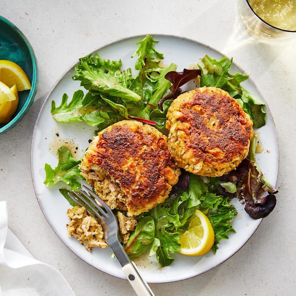 <p>Dried herbs, white beans and canned tuna come together in these easy tuna cakes served over greens. A lemony dressing ties this quick dinner together.</p>