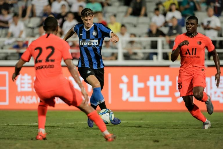 Inter Milan's Samuele Longo (C) scores the equalising goal past Paris Saint-Germain players during their International Super Cup football match in Macau on July 27, 2019 (AFP Photo/VIVEK PRAKASH)