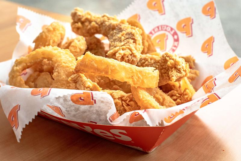 CANADA, TORONTO, ONTARIO - 2018/12/20: Popeyes real food: five chicken tenders with onion rings. Backlit image. (Photo by Roberto Machado Noa/LightRocket via Getty Images)