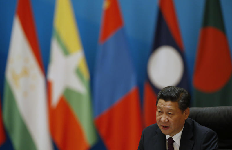 China's President Xi Jinping speaks to other leaders at a meeting on the sidelines of the Asia-Pacific Economic Cooperation (APEC) Summit in Beijing on November 8, 2014 (AFP Photo/Kim Kyung-Hoon)