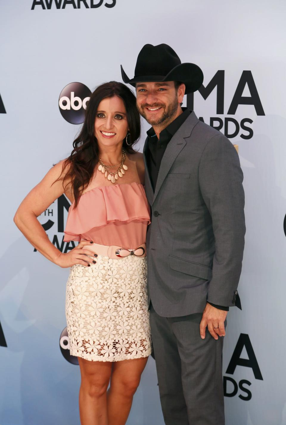 Singer Craig Campbell and his wife Mindy Ellis Campbell arrive at the 47th Country Music Association Awards in Nashville, Tennessee November 6, 2013. REUTERS/Eric Henderson (UNITED STATES - Tags: ENTERTAINMENT)