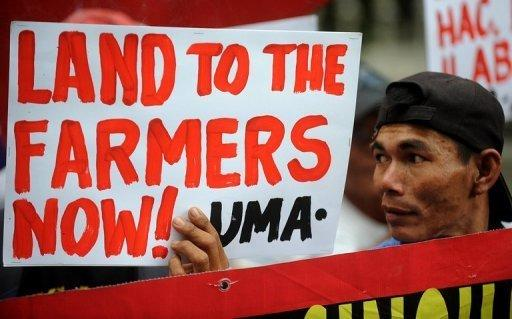 Hacienda Luisita farmers protest in Manila in 2011 over the total distribution to the farm wokers of the vast estate owned by the Cojuangco-Aquino family in Manila. Manila's land reform agency said it is ready to carve up the vast farm of President Benigno Aquino's clan, which lost a Supreme Court battle for USD$100 million in compensation