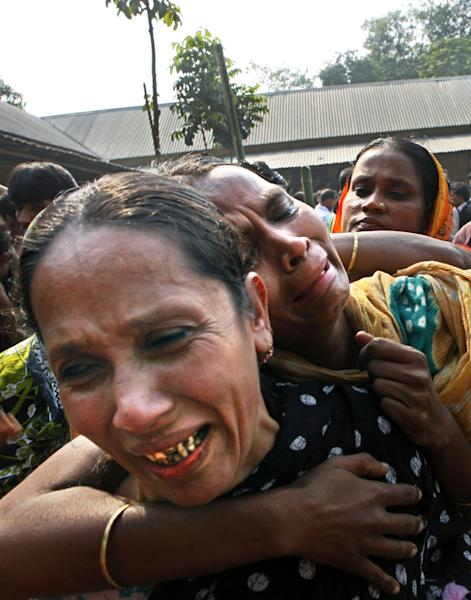 Relatives of garment factory workers killed in a fire cry as they come to collect bodies from a mortuary in Dhaka, Bangladesh, Sunday, Nov. 25, 2012. At least 112 people were killed in a late Saturday night fire that raced through the multi-story garment factory just outside of Bangladesh's capital, an official said Sunday. (AP Photo/Khurshed Rinku)