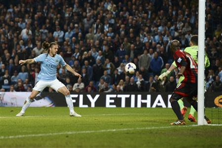 Manchester City's Martin Demichelis (L) scores a goal against West Bromwich Albion during their English Premier League soccer match at the Etihad stadium in Manchester, northern England April 21, 2014. REUTERS/Nigel Roddis