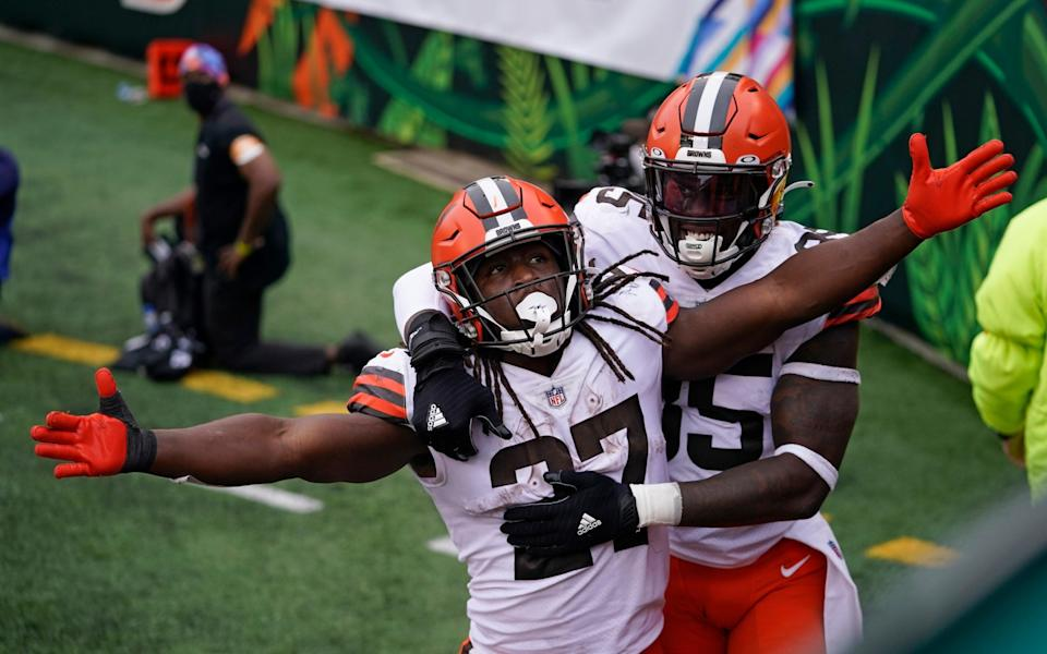 Cleveland Browns' Kareem Hunt (27) celebrates his touchdown with David Njoku (85) during the second half of an NFL football game against the Cincinnati Bengals, Sunday, Oct. 25, 2020, in Cincinnati. - AP