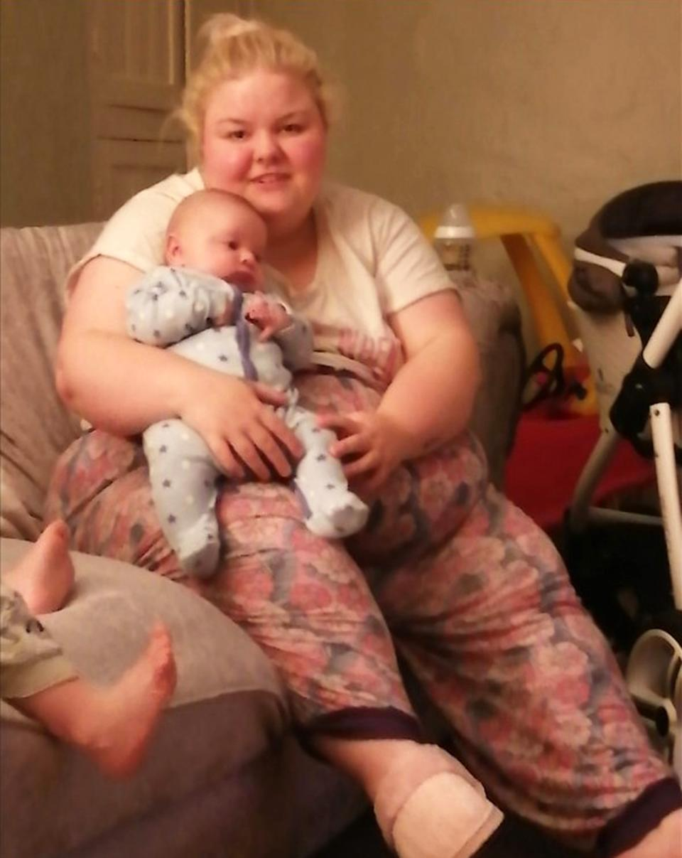 Leanne Kendellen before her weight loss holding Liam. (Caters)