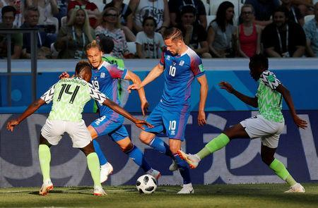 Soccer Football - World Cup - Group D - Nigeria vs Iceland - Volgograd Arena, Volgograd, Russia - June 22, 2018 Iceland's Gylfi Sigurdsson and Rurik Gislason in action with Nigeria's Kelechi Iheanacho REUTERS/Toru Hanai