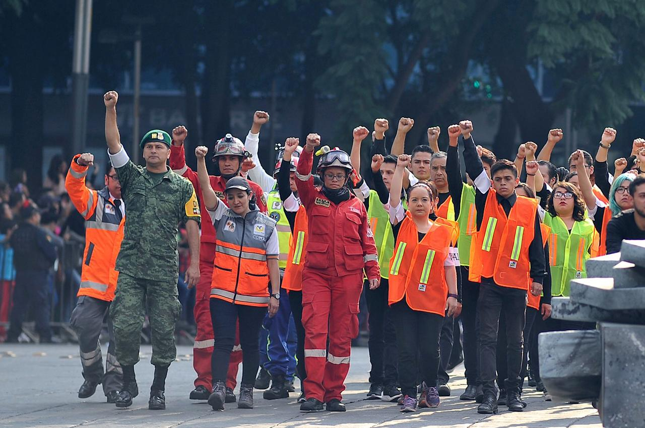 <p>Volunteers who participated in the rescue operations following the September 19 quake in central Mexico take part in the Day of the Dead parade in Mexico City on Oct. 28, 2017. (Photo: Victor Cruz/AFP/Getty Images) </p>