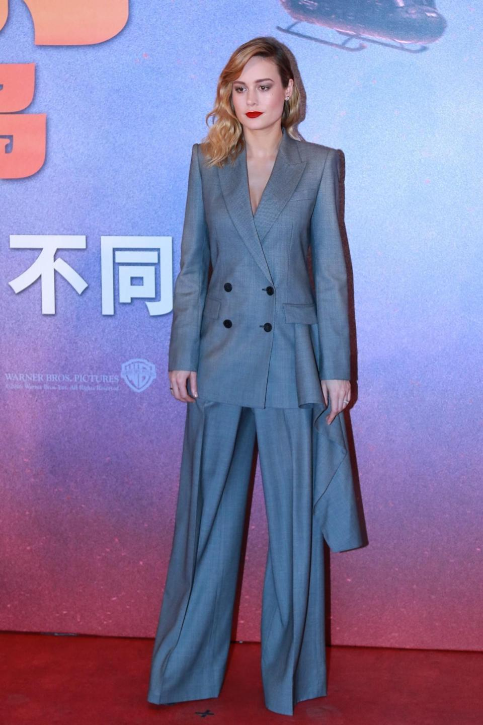 <p>Brie's oversized Alexander McQueen suit may have been powerful but the grey style seemed to eat up the actress.<br><i>[Photo: Getty]</i> </p>