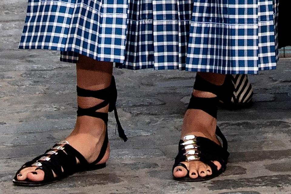 Close-up view of Kate Upton's Tory Burch sandals.  - Credit: RCF / MEGA