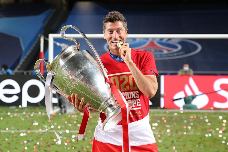 LISBON, PORTUGAL - AUGUST 23: Robert Lewandowski of FC Bayern Muenchen celebrates with the UEFA Champions League Trophy following his team's victory in the UEFA Champions League Final match between Paris Saint-Germain and Bayern Munich at Estadio do Sport Lisboa e Benfica on August 23, 2020 in Lisbon, Portugal. (Photo by M. Donato/FC Bayern via Getty Images)