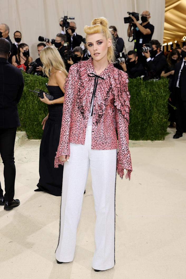 """<h1 class=""""title"""">Kristen Stewart in Chanel</h1><cite class=""""credit"""">Photo: Getty Images</cite>"""