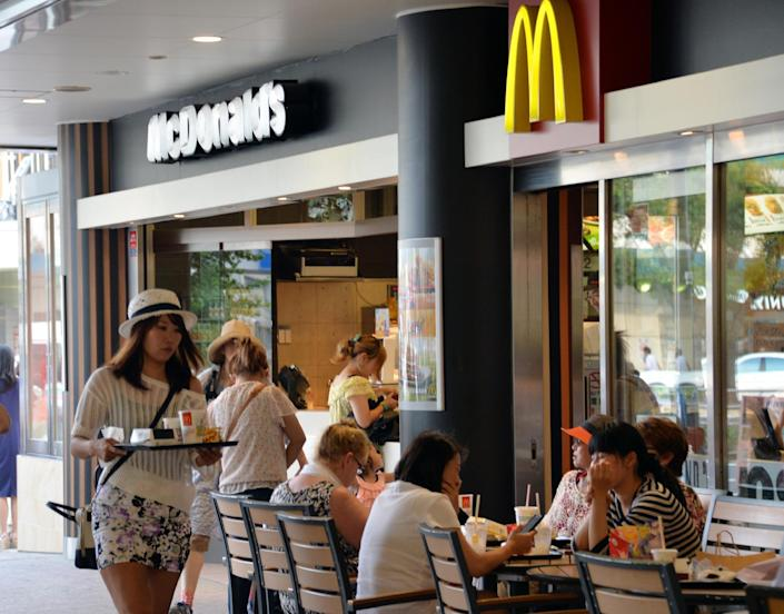 Customers buy meals at a McDonald's restaurant in Tokyo on July 22, 2014 (AFP Photo/Yoshikazu Tsuno)