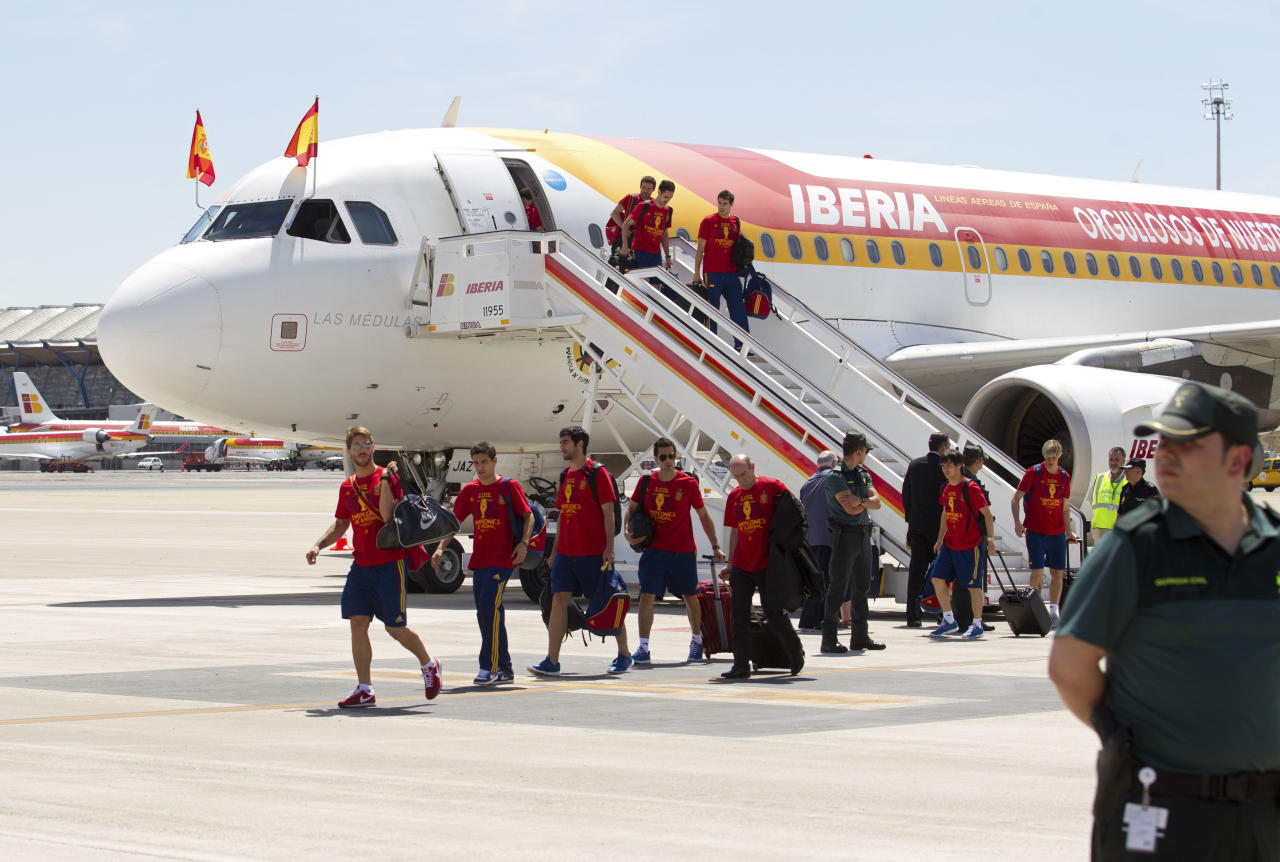 Spain's team players leave a plane on arrival at Barajas airport in Madrid Monday July 2, 2012. Spain won the Euro 2012 soccer championship final against Italy in Kiev, Ukraine, Sunday. (AP Photo/Paul White)