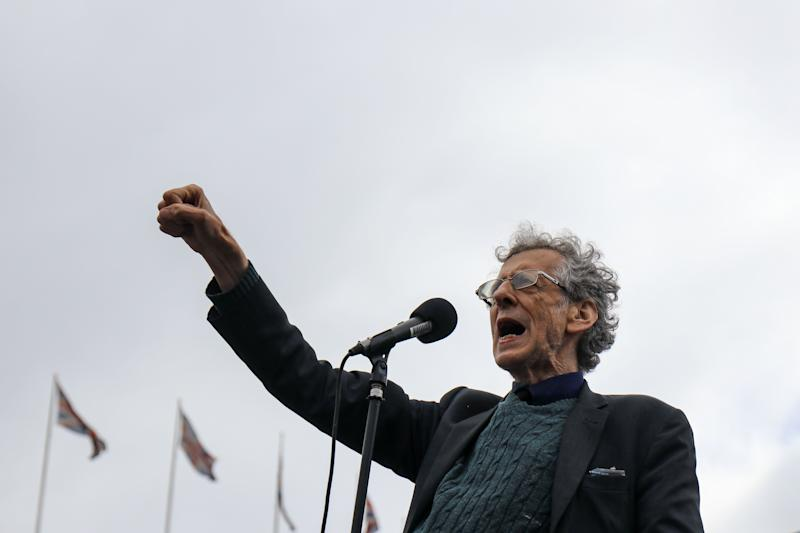 <strong>Piers Corbyn (brother of former Labour leader Jeremy Corbyn) addresses thousands of Anti mask protesters gather at Trafalger Square.</strong> (Photo: NurPhoto via Getty Images)