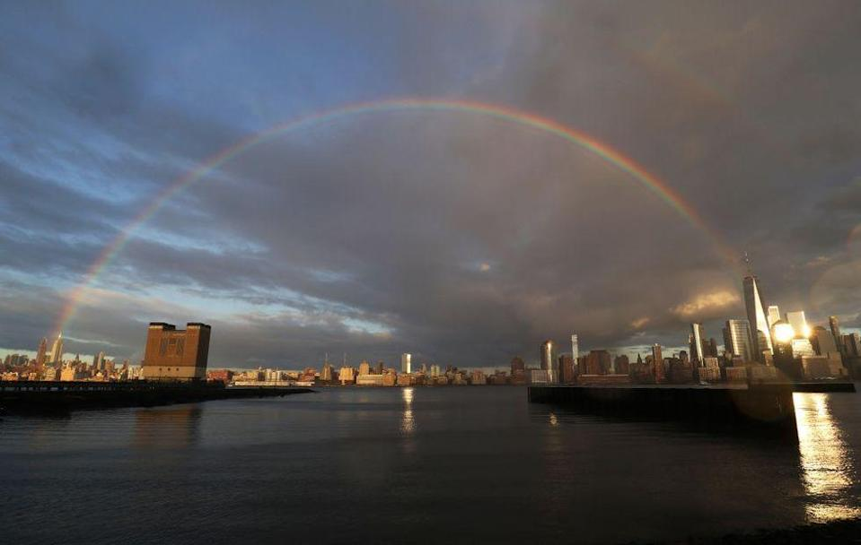 <p>New York state is the worst hit area of the United States when it comes to the Coronavirus pandemic, with more than 100,000 confirmed cases. </p><p>On Easter Monday, residents in the city were given something to smile about as a full rainbow appeared over the Hudson river.</p>