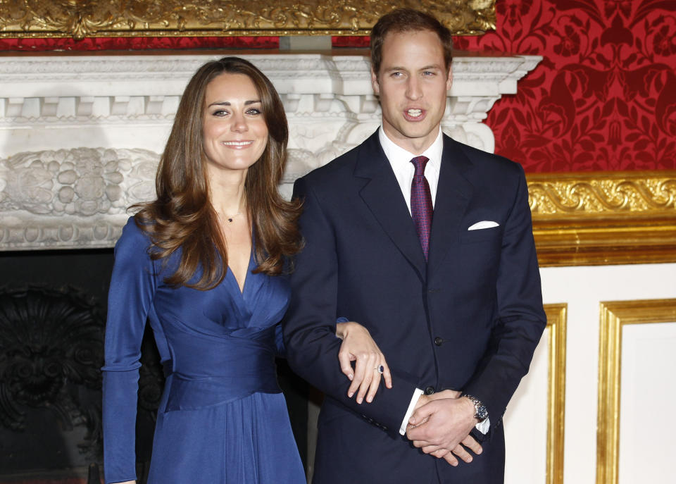 Britain's Prince William and his fiancee Kate Middleton (L) pose for a photograph in St. James's Palace, central London November 16, 2010. Britain's Prince William is to marry his long-term girlfriend Kate Middleton next year, after an on-off courtship lasting nearly a decade, bringing months of speculation about his intentions to an end.    REUTERS/Suzanne Plunkett   (BRITAIN - Tags: ENTERTAINMENT SOCIETY ROYALS)