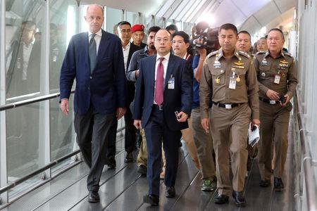 UNHCR representative Giuseppe De Vincentiis (L) walks with Thai Immigration authorities to the hotel at the transit area at Suvarnabhumi Airport where Rahaf Mohammed al-Qunun, an 18-year-old Saudi woman who claims to be fleeing her family has barricaded herself in Bangkok, Thailand January 7, 2019. REUTERS/Athit Perawongmetha