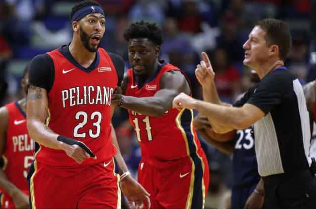 "Pelicans star <a class=""link rapid-noclick-resp"" href=""/nba/players/5007/"" data-ylk=""slk:Anthony Davis"">Anthony Davis</a> gets tossed. (Getty Images)"