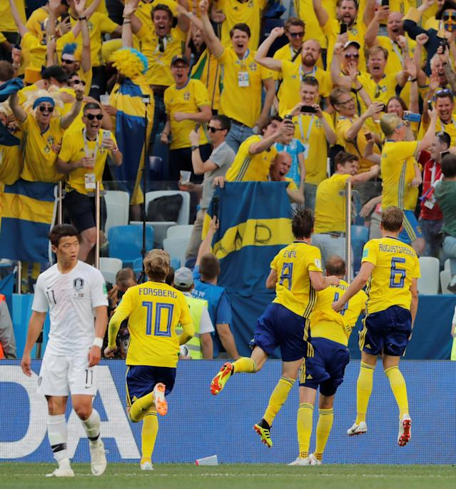 Soccer Football - World Cup - Group F - Sweden vs South Korea - Nizhny Novgorod Stadium, Nizhny Novgorod, Russia - June 18, 2018 Sweden's Andreas Granqvist celebrates with team mates in front of their fans after scoring their first goal REUTERS/Carlos Barria