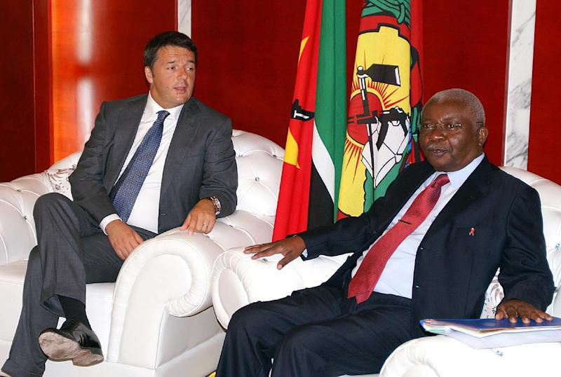 Italian Prime Minister Matteo Renzi (L) sits during a meeting with Mozambican President Armando Guebuza (R) on July 19, 2014 in Maputo