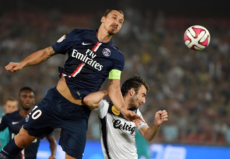 Paris Saint-Germain's Zlatan Ibrahimovic (L) competes for the ball with Guingamp's Christophe Kerbrat during the French season-opening Champions Trophy match in Beijing on August 2, 2014 (AFP Photo/Greg Baker)