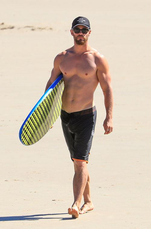 Chris Hemsworth and Matt Damon have been living it up in Byron Bay on their vacay, and we've taken all the best bits from their holiday so you can have a cheeky perve! Lets start with Australia's best rig, er...hello Hemsy!