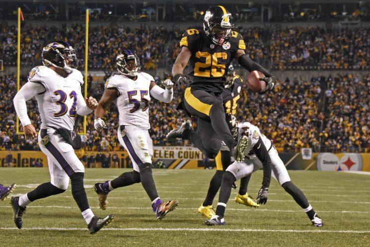 Le'Veon Bell will play on the franchise tag this season. (AP)