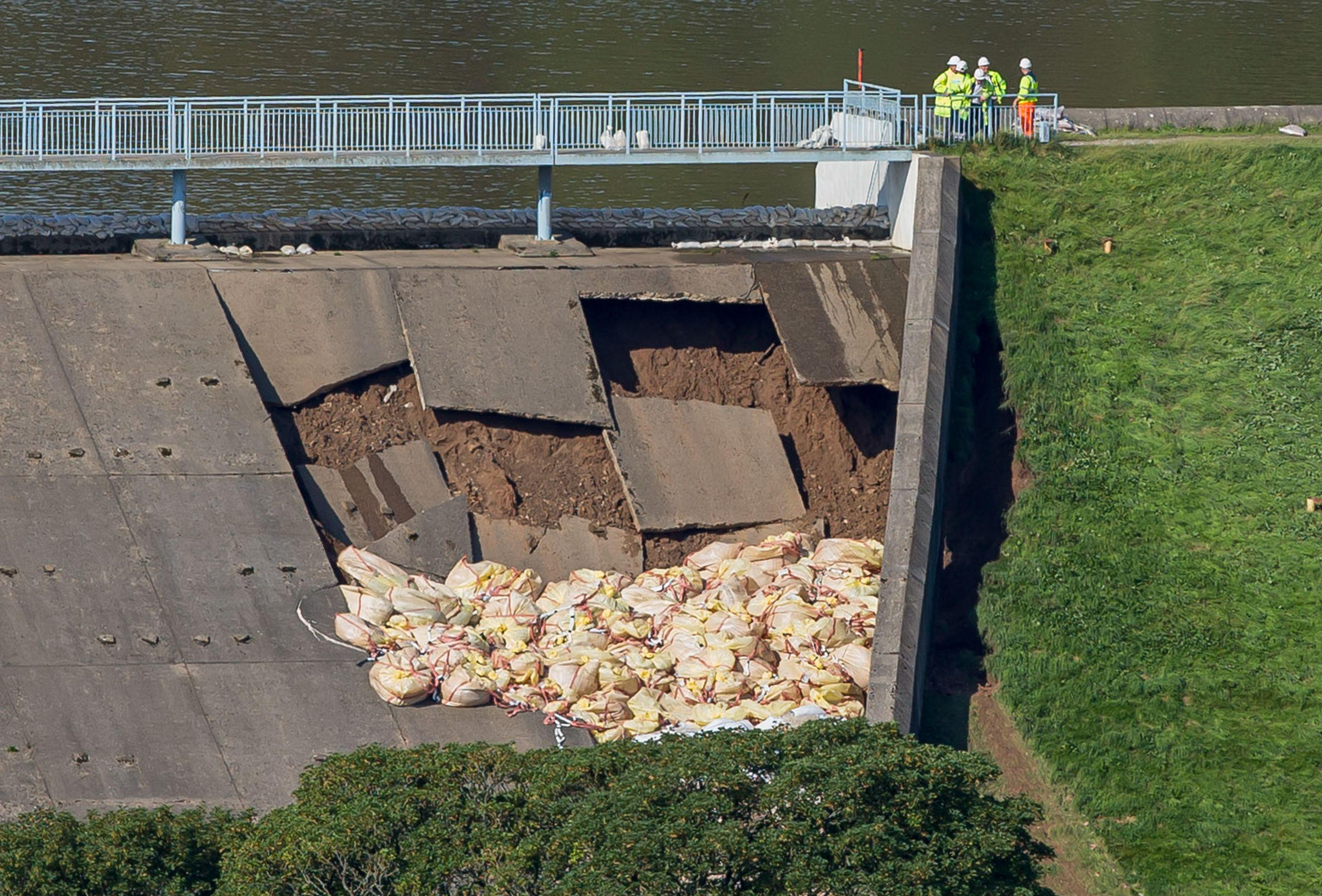 A picture shows bags of aggregate deployed by emergency services to reinforce a damaged section of the spillway of the Toddbrook Reservoir dam above the town of Whaley Bridge in northern England on August 2, 2019. - Emergency services continued work to repair a damaged dam they fear could collapse as hundreds of evacuated residents of the northern town of Whaley Bridge spent the night away from home. (Photo by Roland HARRISON / AFP) (Photo credit should read ROLAND HARRISON/AFP/Getty Images)