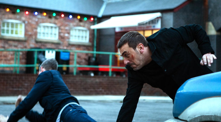 <p>Convinced that Peter's mystery woman is Leanne, Nick attacks Peter on the Street on Christmas Day, but is he barking up the wrong tree? </p>