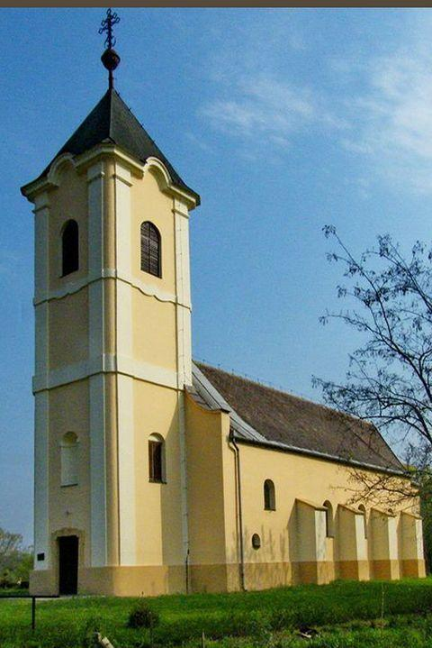 """<p>Just 1,905 people inhabit the teeny town of Jászfelsőszentgyörgy<span class=""""redactor-invisible-space"""">. It's located in the Northern Great Plain region of central Hungary and was apart of the Jászfényszaru<span class=""""redactor-invisible-space""""> community (another crazy long name) up until 1990, when it then became independent. </span></span></p><p><span class=""""redactor-invisible-space""""><span class=""""redactor-invisible-space""""><a href=""""https://www.housebeautiful.com/lifestyle/g3771/best-national-parks-to-visit/"""" rel=""""nofollow noopener"""" target=""""_blank"""" data-ylk=""""slk:America's most beautiful parks »"""" class=""""link rapid-noclick-resp""""><em>America's most beautiful parks »</em></a><br></span></span></p>"""