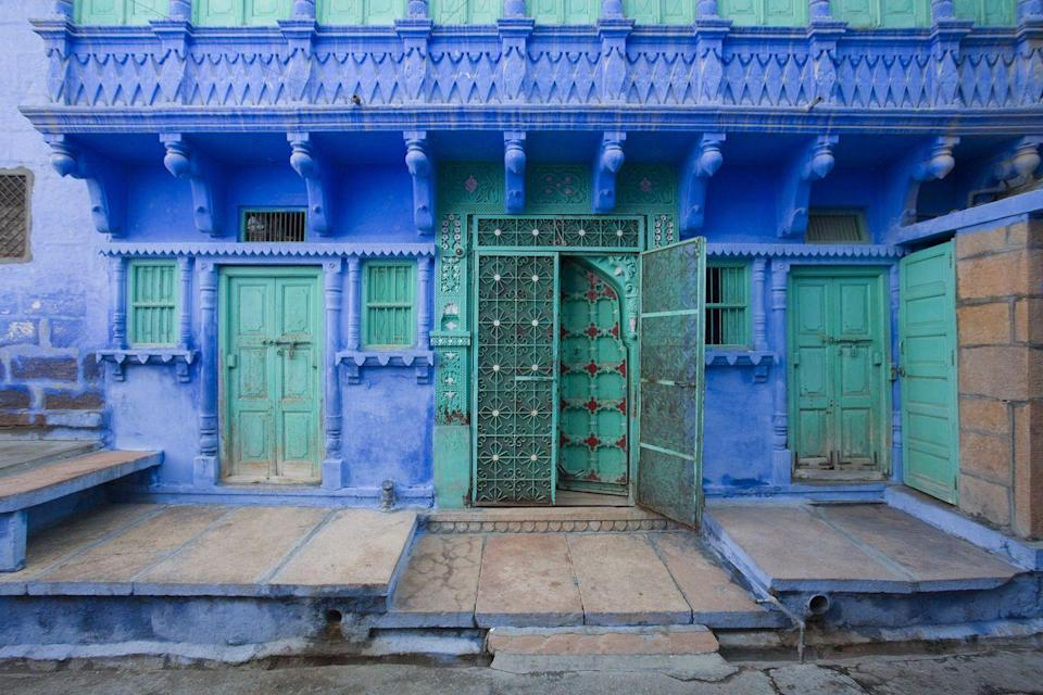 <p>Electrifying greens and purples make a statement on an intricately detailed building in India.</p>