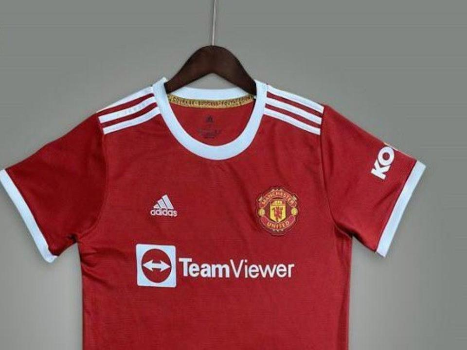 An image of what could be Manchester United's home shirt for 2021/22 (@GNev2 via Twitter)