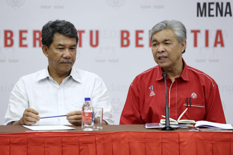 Umno president Datuk Seri Dr Ahmad Zahid Hamidi (right) and deputy Datuk Seri Mohammad Hasan are seen during a press conference at the party headquarters in Kuala Lumpur November 9, 2018. — Picture by Yusof Mat Isa