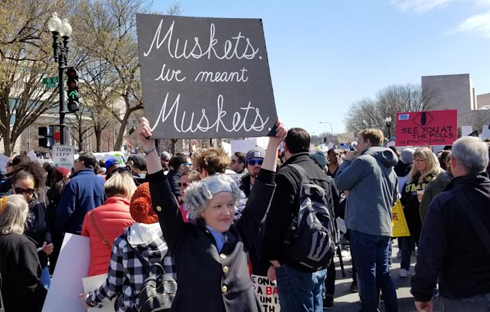 Trish Manzke wears a wig and holds up a sign at the March for Our Lives in Washington, D.C. (Christopher Wilson/Yahoo News)