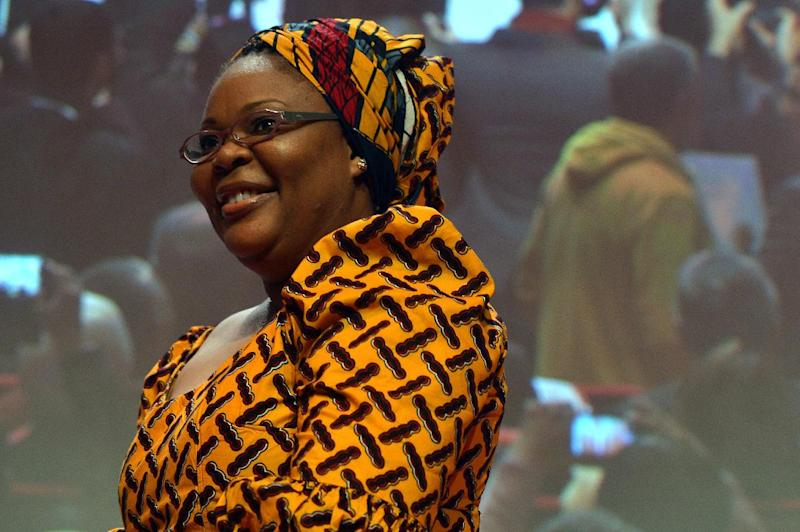 Leymah Gbowee salutes on December 12, 2014 during the 14th World Summit of Nobel Peace Laureates in Rome, Italy (AFP Photo/Tiziana Fabi)