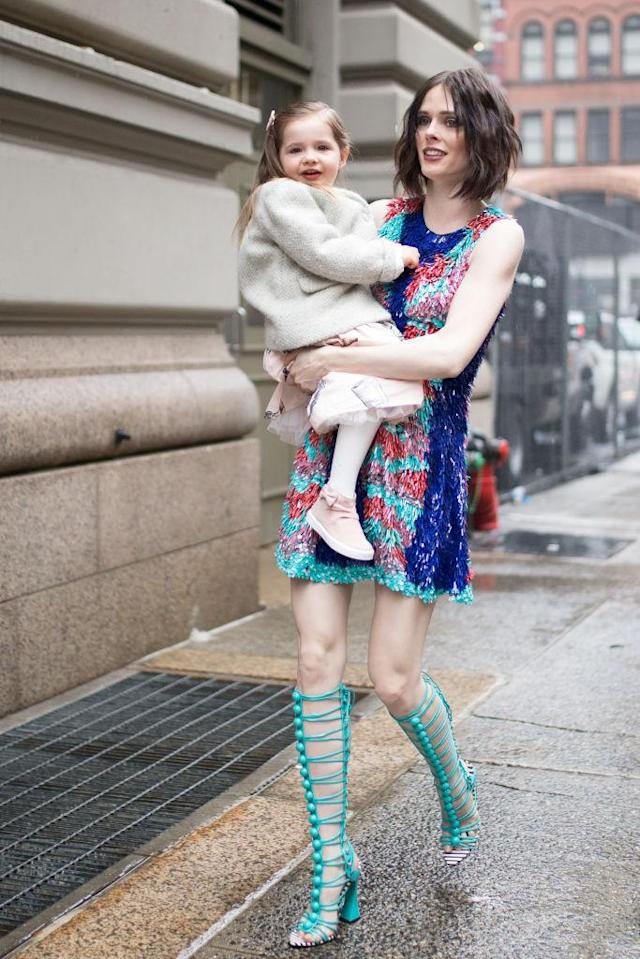 <p>The model made sure her daughter was bundled up. But unfortunately, couldn't share the warmth of her coat. (Photo: Getty Images) </p>