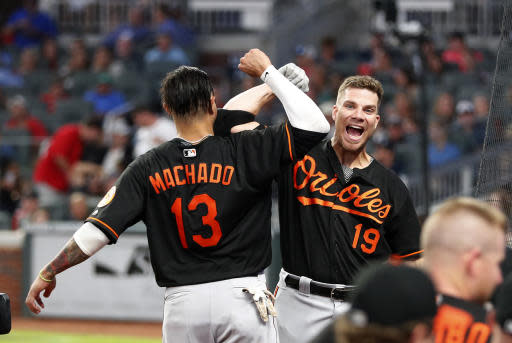 Baltimore Orioles' Chris Davis (19) celebrates with Manny Machado (13) after hitting a solo-home run in the fifth Inning of a baseball game against the Atlanta Braves, Friday, June 22, 2018, in Atlanta. (AP photo/John Bazemore)
