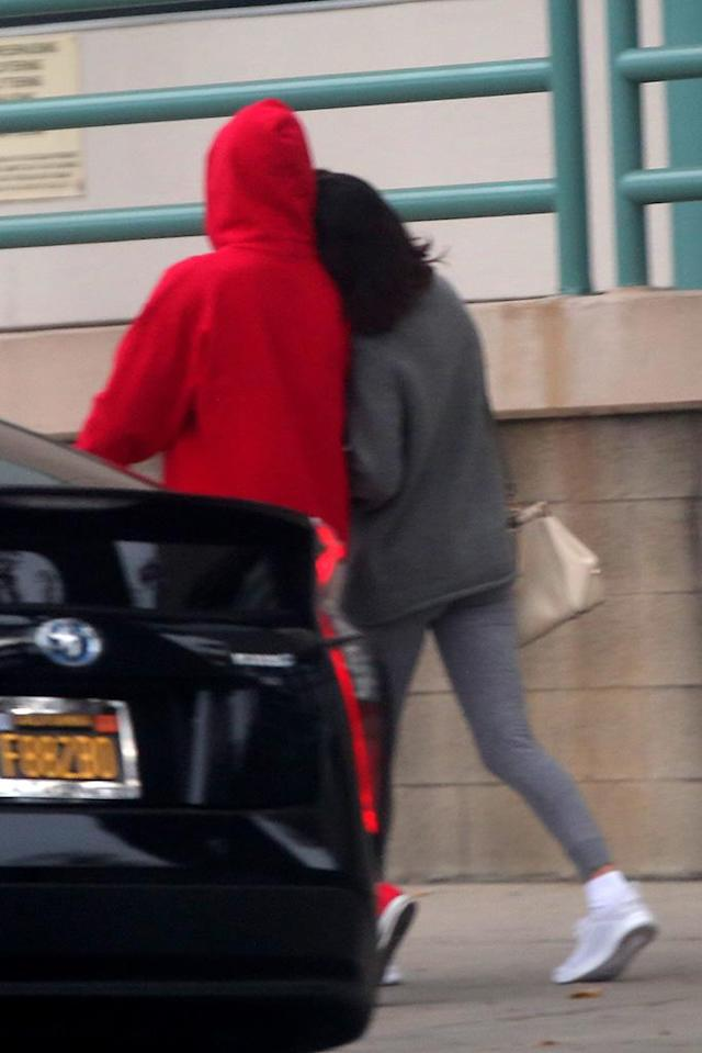 """<p>The pair even showed some light PDA, despite being followed by the paps, as Selena rested her head on Justin's shoulder while locking arms. """"Justin is happy Selena is single. He hopes to regain her trust so they can get back together,"""" <a href=""""http://people.com/music/justin-bieber-happy-selena-gomez-single-wants-her-back/"""" rel=""""nofollow noopener"""" target=""""_blank"""" data-ylk=""""slk:a source tells People"""" class=""""link rapid-noclick-resp"""">a source tells <i>People</i></a>. It looks like Selena is happy she's single too. (Photo: instarimages.com) </p>"""