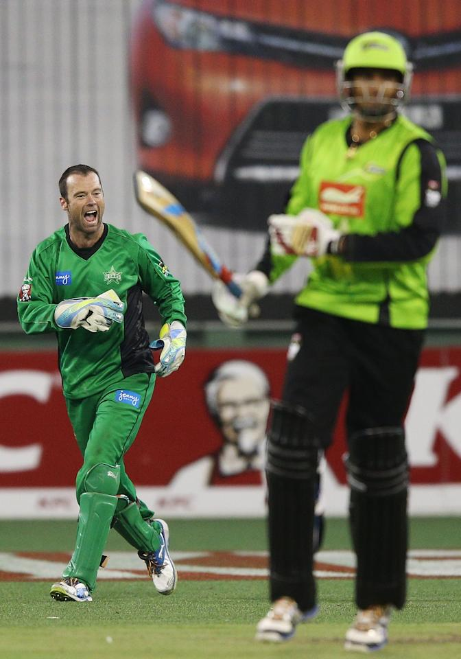 MELBOURNE, AUSTRALIA - JANUARY 08:  Rob Quiney of the Melbourne Stars celebrates his catch to win the match during the Big Bash League match between the Melbourne Stars and the Sydney Thunder at Melbourne Cricket Ground on January 8, 2013 in Melbourne, Australia.  (Photo by Michael Dodge/Getty Images)