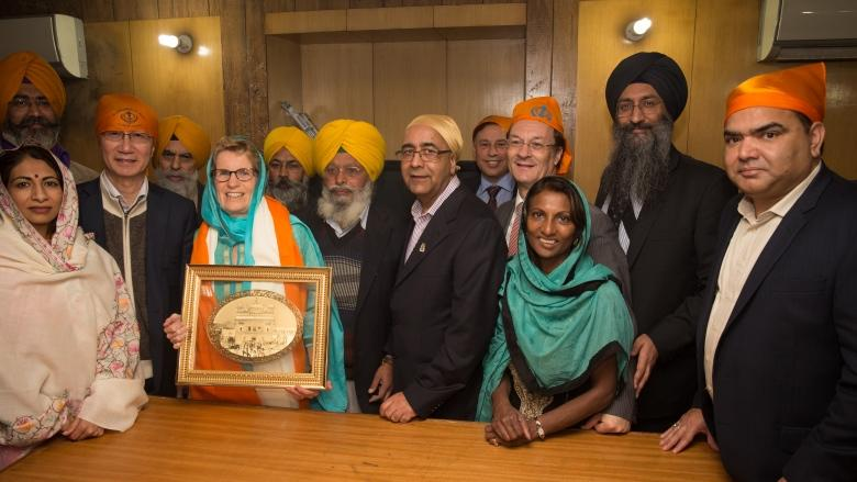 Kathleen Wynne's visit to Sikh Golden Temple sparks controversy in Indian press
