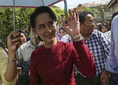 Myanmar pro-democracy leader Aung San Suu Kyi waves at supporters as she visits polling stations at her constituency Kawhmu township November 8, 2015. REUTERS/Soe Zeya Tun